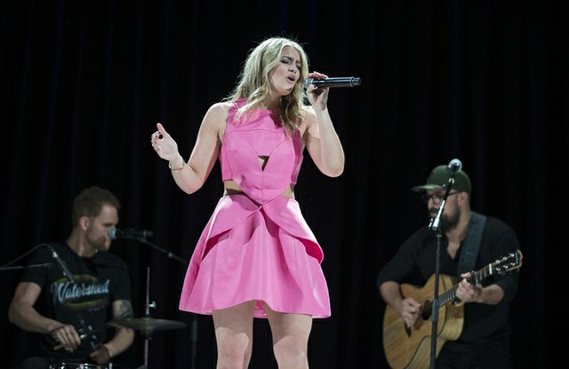 Lauren-Alaina-performance.jpe