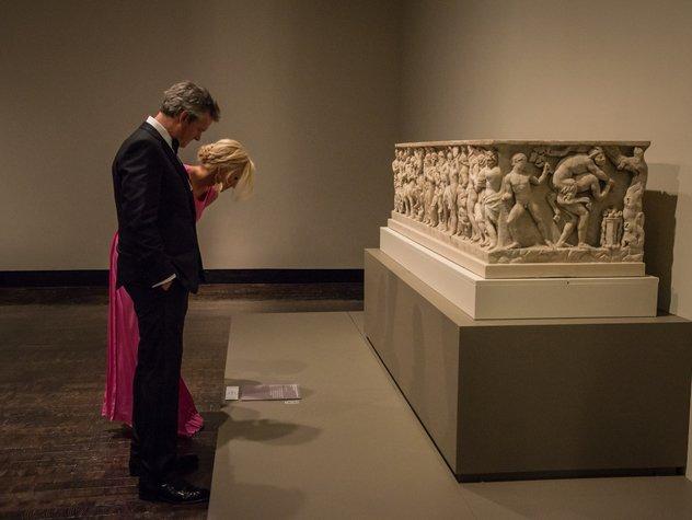 Guests-admiring-exhibit.jpe