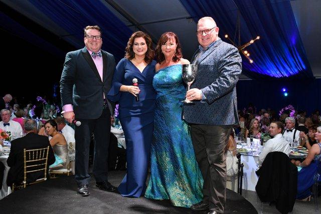 David Garrett and Bari Beasley recognize Jan and Andy Marshall as Patron Award winners.JPG