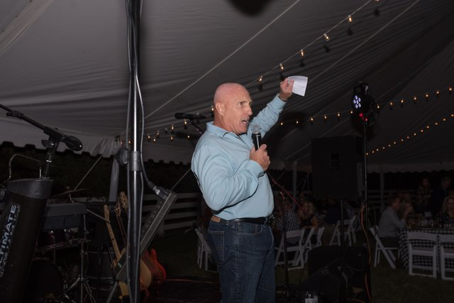 Co-chair Tim Kearns thanks crowd and sponsors.jpg