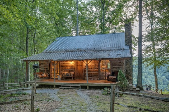 Room & Board_Center Hill Cabins_Image_4.jpg