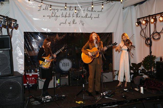 Karen Elson Performing1.jpg