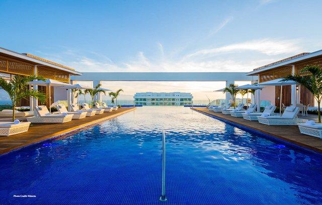 TravelinkAMEX_Resort-3_caption.jpg