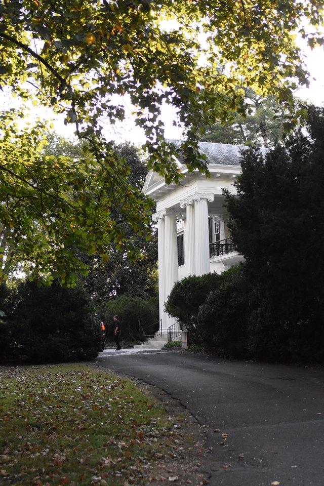 Cliff Lawn House.jpg