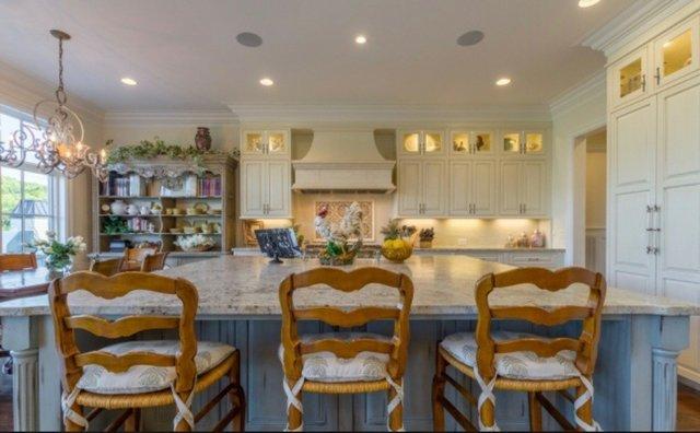 kitchen remodel Mitzi Maynard before.jpg