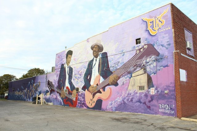 1_Jimi_Hendrix_Mural_with_United_Street_Tours.jpeg