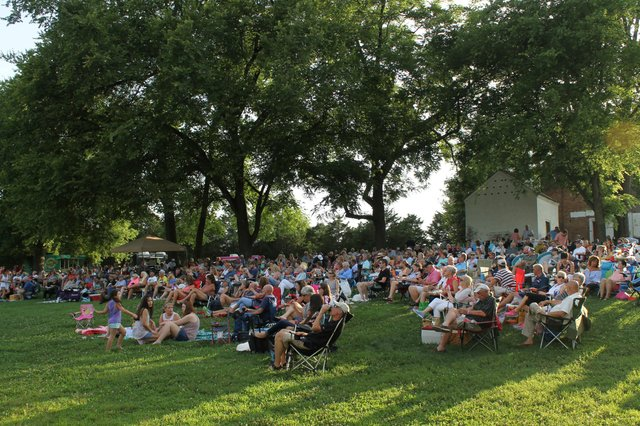 Full crowd on lawn offical .JPG